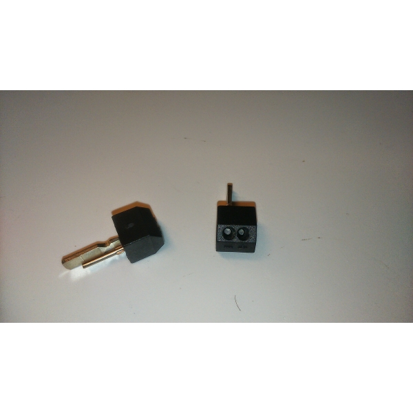 Demax LC-004 reprokonektor pre auto.